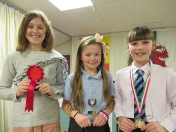 Unawd Bl. 5 a 6 – 1. Erin Gibbon, 2. Alysha Thomas a 3. Alys Mitchell